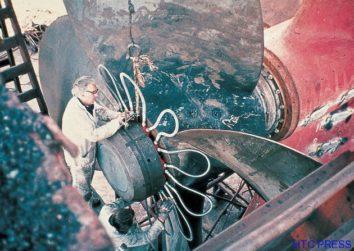 Kích tháo chân vịt tàu thủy bằng hệ thống nối với nhau