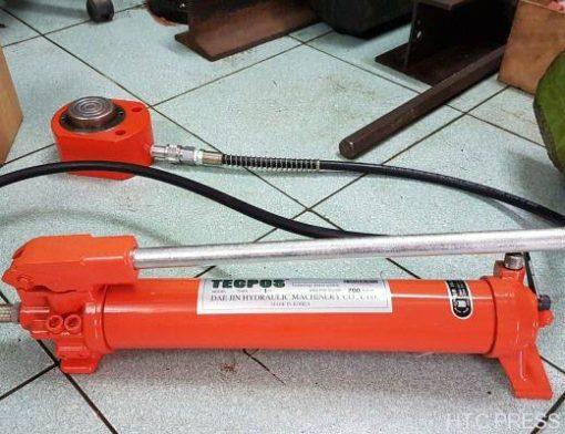 Bom thuy luc Tecpos THPA-1C bang tay 700 bar